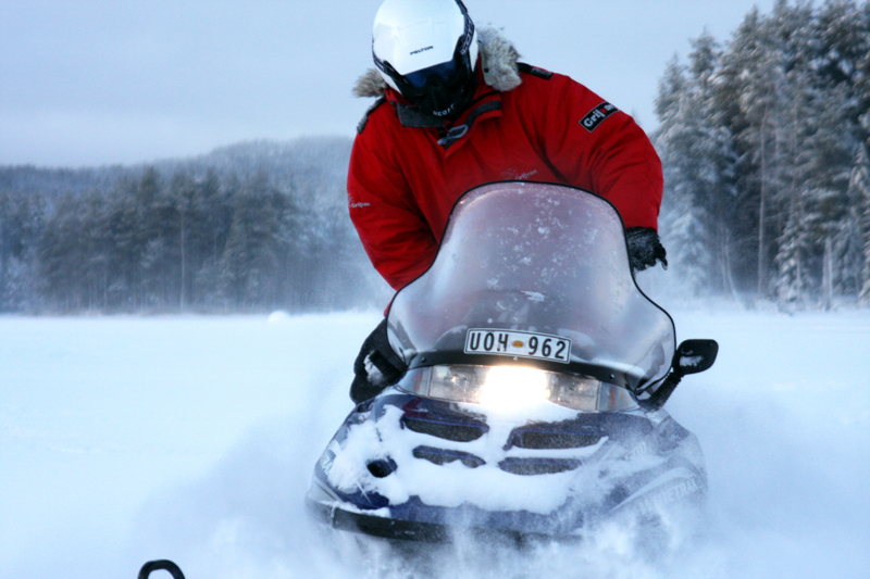 Deep-Snowmobiling-CreActive-Adventure