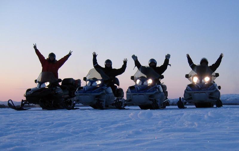 Snowmobile-team-CreActive-Adventure