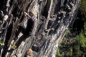 Climbing-Cliff-Thomas_Oberg