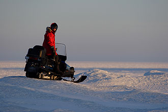 Snowmobile-at-Sea-Fredrik-Broman1